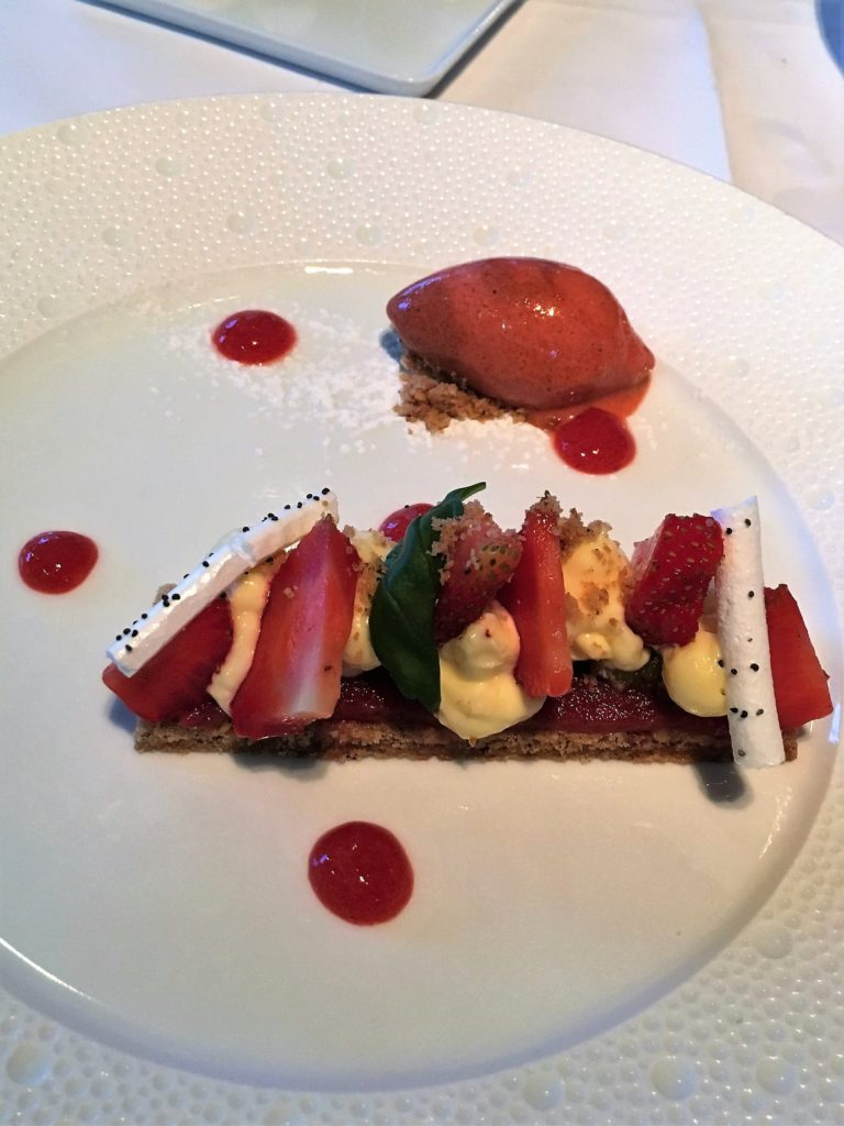 Les Flots strawberry tart