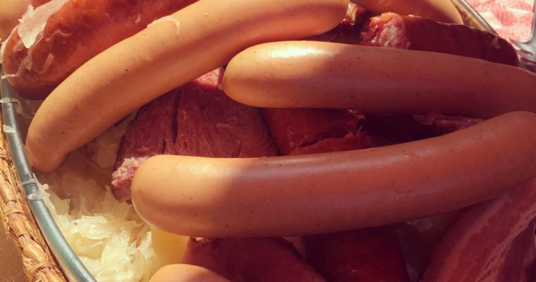 Recipe: Choucroute avec Palette de porc et saucisses (Sauerkraut with pork shoulder and sausages)